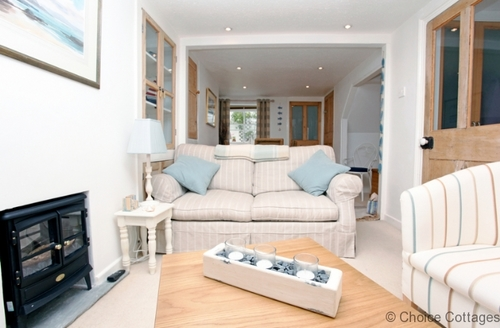 Snaptrip - Last minute cottages - Excellent Appledore Cottage S73560 - High quality furnishings with adequate space to relax and enjoy the evenings
