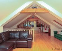 Snaptrip - Last minute cottages - Lovely Braunton Cottage S73579 - The top floor is open plan, located in the beams of the old barn