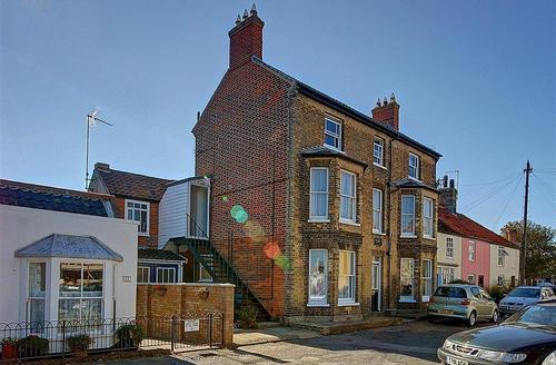 Snaptrip - Last minute cottages - Beautiful Southwold Rental S10212 - Main building for Lighthouse Loft