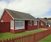 Snaptrip - Last minute cottages - Gorgeous Croyde Lodge S73635 - Beach chalet minutes from the sea