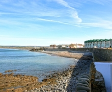 Snaptrip - Last minute cottages - Inviting Westward Ho! Apartment S73677 - Miles of unspoilt beach on your doorstep