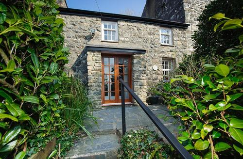 Snaptrip - Last minute cottages - Lovely Abersoch Cottage S73726 - RECTOR - Exterior View 1