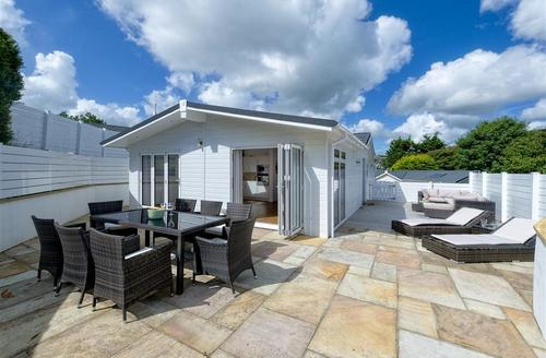 Snaptrip - Last minute cottages - Inviting Abersoch Lodge S73737 - S17WAR - Exterior View 1