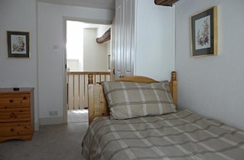Snaptrip - Last minute cottages - Tasteful Grange Over Sands Cottage S891 -