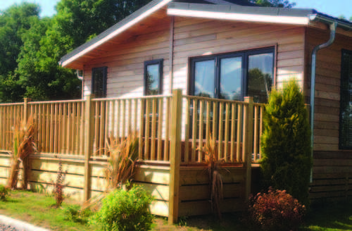 Snaptrip - Last minute cottages - Inviting Honiton Lodge S74002 -