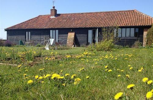 Snaptrip - Last minute cottages - Captivating Woodbridge Rental S10249 - Exterior - View 2