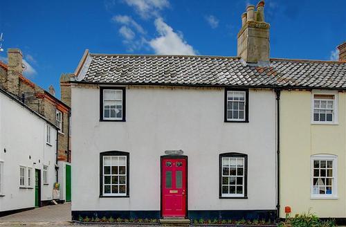 Snaptrip - Last minute cottages - Excellent Southwold Rental S10261 - Front exterior