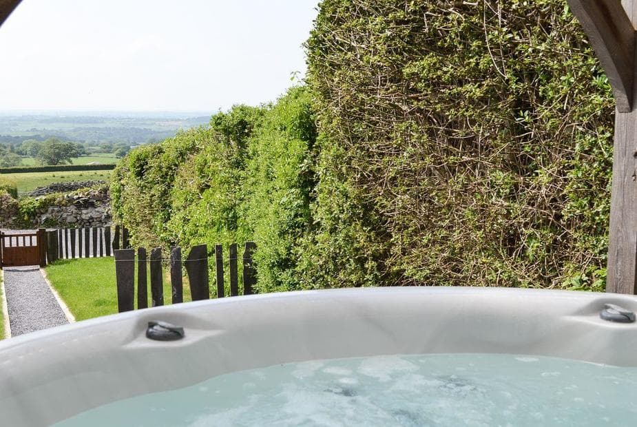Cottage View Relaxing hot tub with countryside views | Cottage View , Bethesda, near Bangor