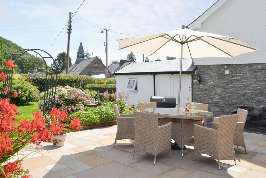 Trellywel Beautiful garden with paved patio | Trellywel, Pennal, near Machynlleth