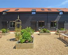 Snaptrip - Last minute cottages - Exquisite Saxmundham Rental S10276 - Exterior - View 3