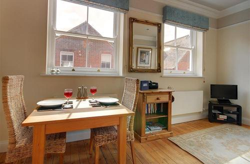Snaptrip - Last minute cottages - Luxury Southwold Rental S10295 - Dining Area - View 1