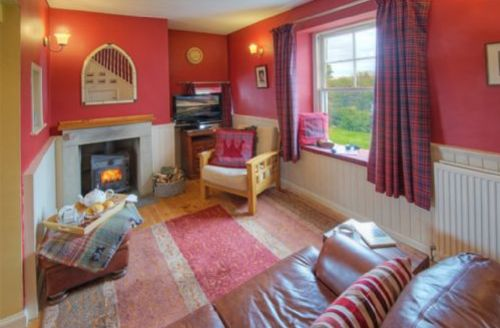Snaptrip - Last minute cottages - Wonderful Kirk Yetholm  Lodge S74746 -