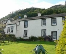 Snaptrip - Last minute cottages - Tasteful Thornthwaite Hall Apartment S74754 -
