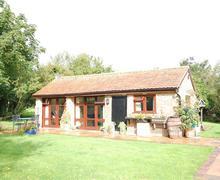 Snaptrip - Last minute cottages - Superb Weald Rental S10321 - TS713 Exterior