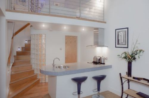 Snaptrip - Last minute cottages - Splendid Edinburgh Apartment S74923 -