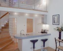 Snaptrip - Last minute cottages - Splendid Edinburgh Apartment S74923 -