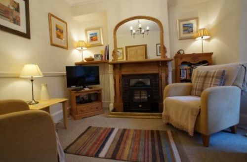 Snaptrip - Last minute cottages - Beautiful Bowness On Windermere Cottage S74932 -