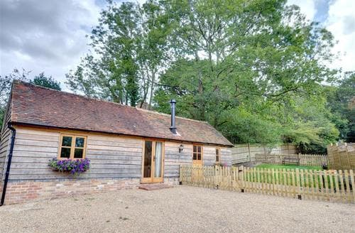 Snaptrip - Last minute cottages - Tasteful Heathfield Rental S10337 - SX914 Exterior