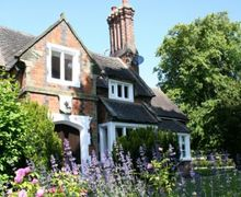 Snaptrip - Last minute cottages - Excellent Burton On Trent Lodge S74990 -