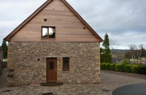Snaptrip - Last minute cottages - Stunning Pooley Bridge Lodge S74996 -