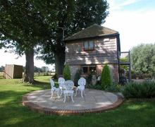 Snaptrip - Last minute cottages - Luxury Smarden Rental S10342 - AS226 Exterior