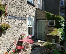 Snaptrip - Last minute cottages - Quaint Kendal Cottage S75012 -