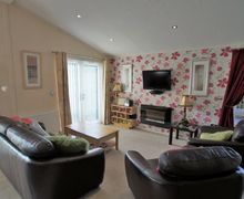 Snaptrip - Last minute cottages - Lovely Windermere Lodge S75028 -