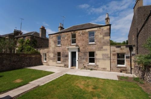 Snaptrip - Last minute cottages - Captivating Edinburgh Cottage S75032 -