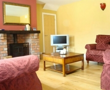 Snaptrip - Last minute cottages - Adorable Garlow Cross Cottage S75033 -