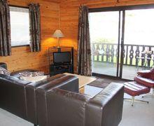 Snaptrip - Last minute cottages - Quaint Carnforth Lodge S75058 -