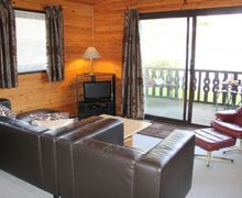 Snaptrip - Holiday cottages - Quaint Carnforth Lodge S75058 -