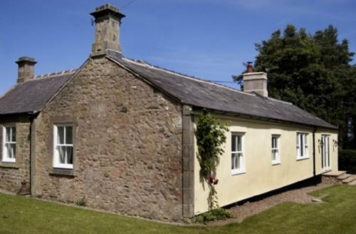 Snaptrip - Last minute cottages - Delightful Belford Cottage S75070 -