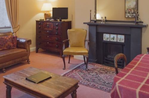 Snaptrip - Last minute cottages - Charming Edinburgh Apartment S75115 -