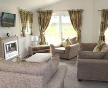 Snaptrip - Last minute cottages - Delightful Pooley Bridge Lodge S75124 -