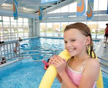 Snaptrip - Last minute cottages - Excellent Mersea Island Lodge S75297 - Indoor heated pool<br />