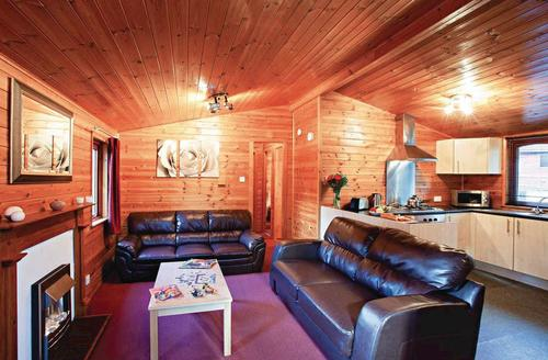 Snaptrip - Last minute cottages - Beautiful Shanklin Lodge S75308 - Typical Hornbeam<br />