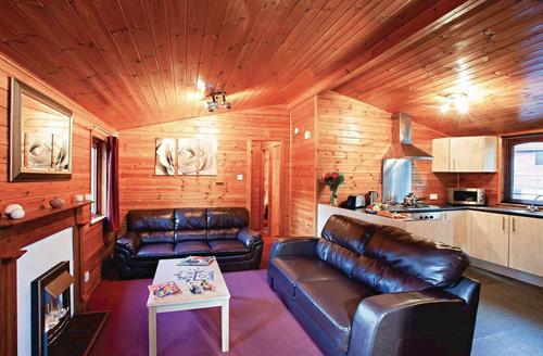 Snaptrip - Last minute cottages - Wonderful Shanklin Lodge S75309 - Typical Hornbeam<br />