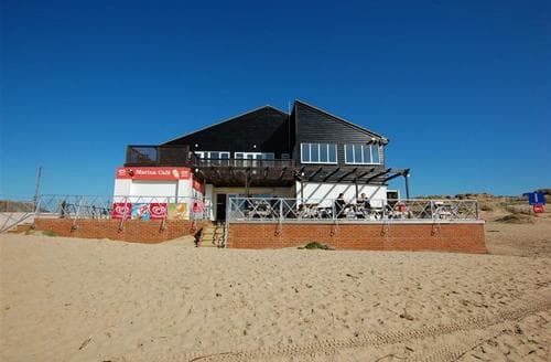Snaptrip - Last minute cottages - Lovely Camber Rental S10377 - RH1097 Marina Cafe exterior