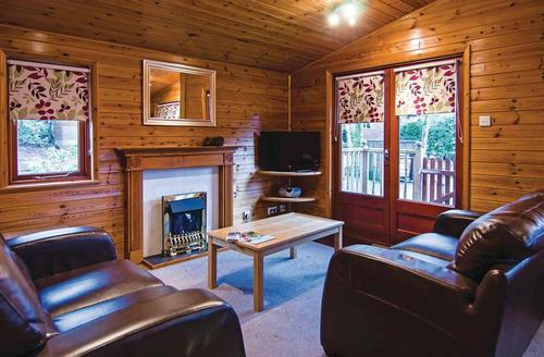 Snaptrip - Last minute cottages - Excellent Lake Windermere Lodge S75368 - Typical Coniston Lodge