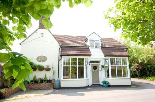 Snaptrip - Last minute cottages - Tasteful Battle Rental S10389 - SX899 Exterior