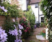 Snaptrip - Last minute cottages - Gorgeous Lenham Rental S10400 - MD410 Exterior rear view of the cottage
