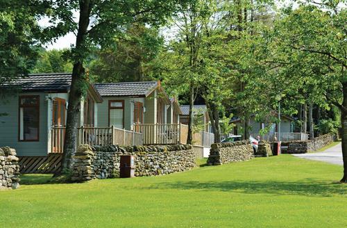 Snaptrip - Last minute lodges - Superb Pooley Bridge Lodge S75569 - The park setting