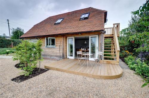 Snaptrip - Last minute cottages - Inviting Faversham Rental S10413 - AS260 Exterior