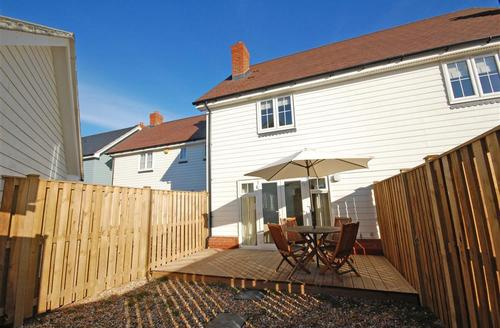 Snaptrip - Last minute cottages - Splendid Camber Rental S10424 - Exterior - Back