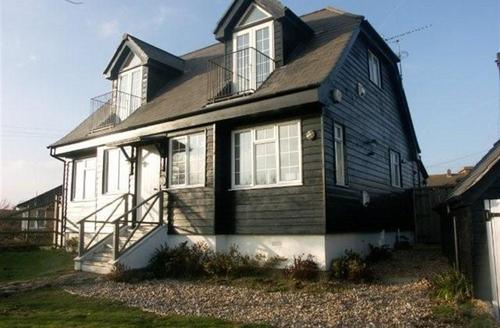 Snaptrip - Last minute cottages - Gorgeous Winchelsea Beach Rental S10426 - RH1092 Exterior