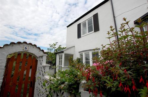 Snaptrip - Last minute cottages - Charming Hastings Old Town Rental S10441 - RH1111 Exterior