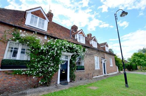 Snaptrip - Last minute cottages - Cosy Tenterden Rental S10446 - TN600 The Courtyard
