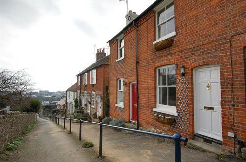 Snaptrip - Last minute cottages - Excellent Hythe Rental S10468 - EK209 Exterior