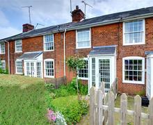 Snaptrip - Last minute cottages - Captivating Throwley Rental S10478 - EK694 Exterior