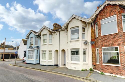 Snaptrip - Last minute cottages - Exquisite Deal Rental S10488 - CC0219 - Exterior
